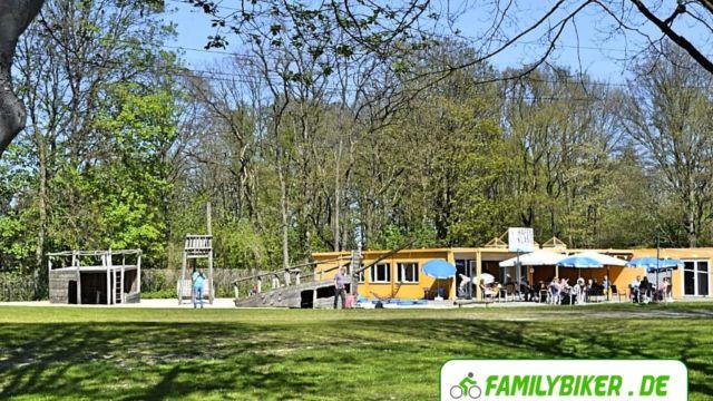 Kleinkinderspielplatz und Café